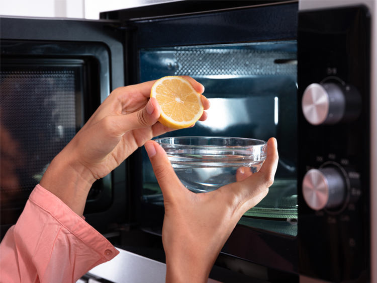 13 Instant Microwave Cleaner