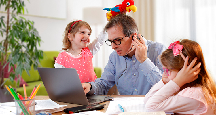 Handling-the-Challenges-That-Come-WIth-Managing-Yourself-And-Your-Family-If-Youve-Got-Kids